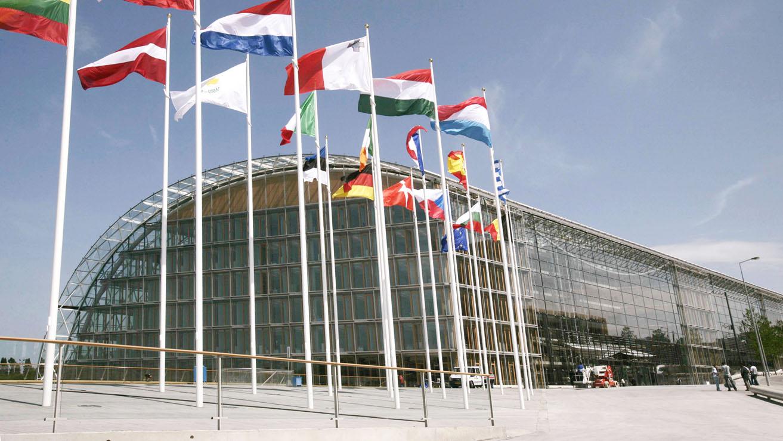 Banque Europeene DInvestissement Logo photo - 1